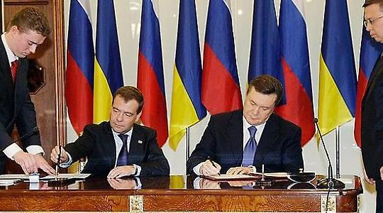 Medwedew und Janukowitsch unterschreiben Verträge <br/>Foto von pikeifoto
