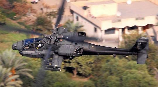 Amerikanischer Apache-Kampfhubschrauber nahe Bagdad