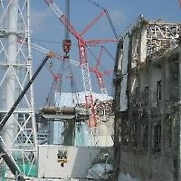 Aufräumarbeiten in Fukushima an der einsturzgefährdeten Einheit 4