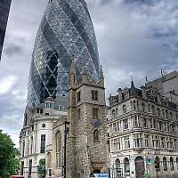 Kirchenturm alt und neu. <br/>Bild von Steve Walesch