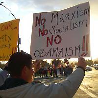 Tea-Party-Kundgebung 2009 in Kalifornien <br/>Foto von Caveman 92223 — Back home and tired